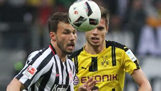 Frankfurt's Hungarian midfielder Szabolcs Huszti (L) and Dortmund's midfielder Julian Weigl vie for the ball during the German first division Bundesliga football match between Eintracht Frankfurt and Borussia Dortmund in Frankfurt am Main, western Germany on November 26, 2016. / AFP PHOTO / DANIEL ROLAND / RESTRICTIONS: DURING MATCH TIME: DFL RULES TO LIMIT THE ONLINE USAGE TO 15 PICTURES PER MATCH AND FORBID IMAGE SEQUENCES TO SIMULATE VIDEO. == RESTRICTED TO EDITORIAL USE == FOR FURTHER QUERIES PLEASE CONTACT DFL DIRECTLY AT + 49 69 650050