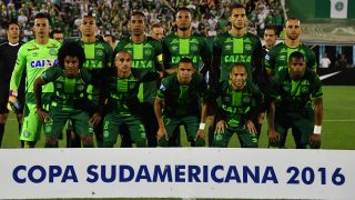 (FILES) This file photo taken on November 23, 2016 shows Brazil's Chapecoense players posing for pictures during their 2016 Copa Sudamericana semifinal second leg football match against Argentina's San Lorenzo  held at Arena Conda stadium, in Chapeco, Brazil. A plane carrying 81 people, including members of a Brazilian football team, crashed late on November 28, 2016 near the Colombian city of Medellin, officials said. The airport that serves Medellin said that among the 72 passengers and nine crew were members of Chapecoense Real, a Brazilian football club that was supposed to play against Colombia's Atletico Nacional Wednesday in the South American Cup finals.    / AFP PHOTO / NELSON ALMEIDA