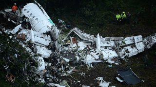 The wreckage of the LAMIA airlines charter plane carrying members of the Chapecoense Real football team is seen after it crashed in the mountains of Cerro Gordo, municipality of La Union, on November 29, 2016. A charter plane carrying the Brazilian football team crashed in the mountains in Colombia late Monday, killing as many as 75 people, officials said.  / AFP PHOTO / Raul ARBOLEDA