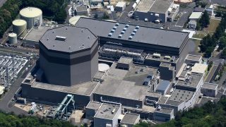 A photo shows No. 2 reactor of the Tsuruga  nuclear power plant in Tsuruga, Fukui Prefecture on May 15, 2013.  The Nuclear Regulation Authority (NRA)  concluded that active fault  is running beneath the Tsuruga reactor,  raising the chances of the unit's permanent shutdown.   ( The Yomiuri Shimbun )