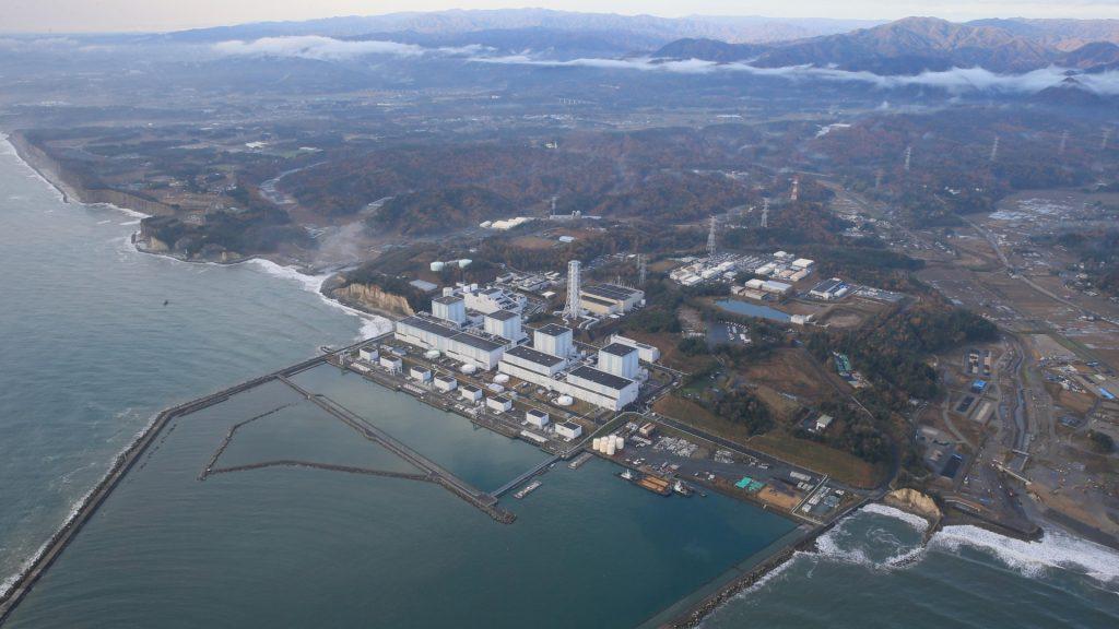 An aerial photo shows the crippled Fukushima No. 2 nuclear power plant in Fukushima Prefecture on Nov. 22, 2016. One of the cooling systems for spent nuclear fuel(2nd from R) had stopped after the strong earthquake with preliminary magnitude 7.4 hit the coast of Fukushima Prefecture, in early morning , it  resumed an operation an hour and half later. ( The Yomiuri Shimbun )