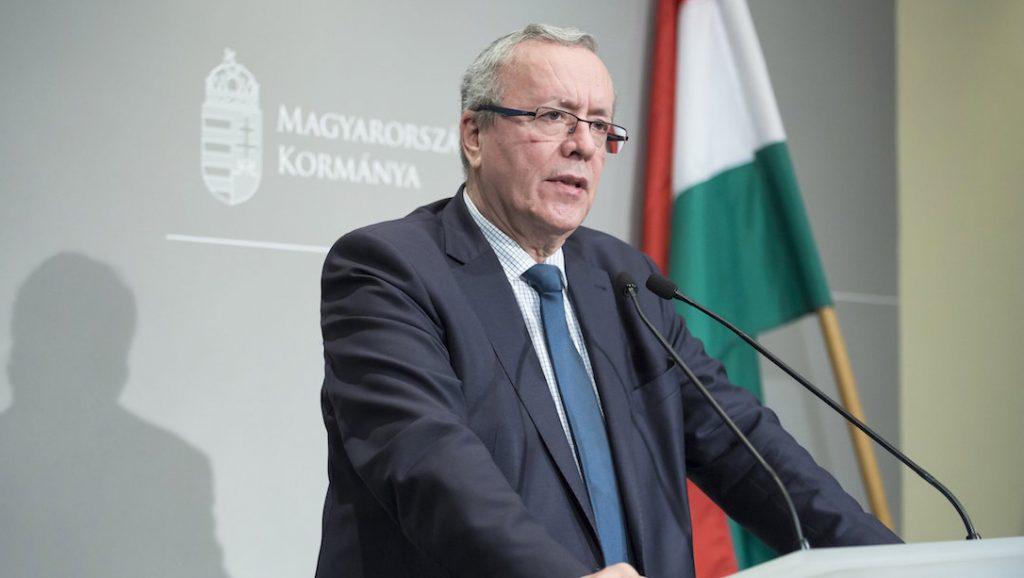 Budapest, 2016. november 2. Bakondi György, a miniszterelnök belbiztonsági főtanácsadója sajtótájékoztatót tart az illegális bevándorlásról az Igazságügyi Minisztériumban 2016. november 2-án. MTI Fotó: Mohai Balázs