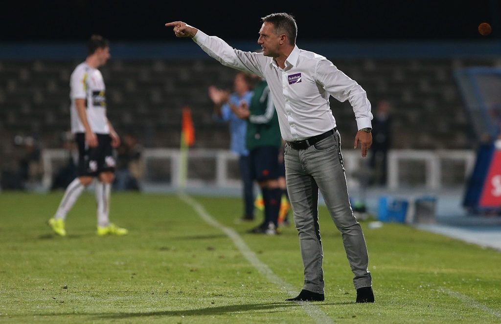 LISBON, PORTUGAL - AUGUST 27: Altach's coach Damir Canadi in action during the UEFA Europa League: Play Off Round 2nd Leg match between Belenenses and Altach at Do Restelo Stadium on August 27, 2015 in Lisbon, Portugal. (Photo by Gualter Fatia/Getty Images)