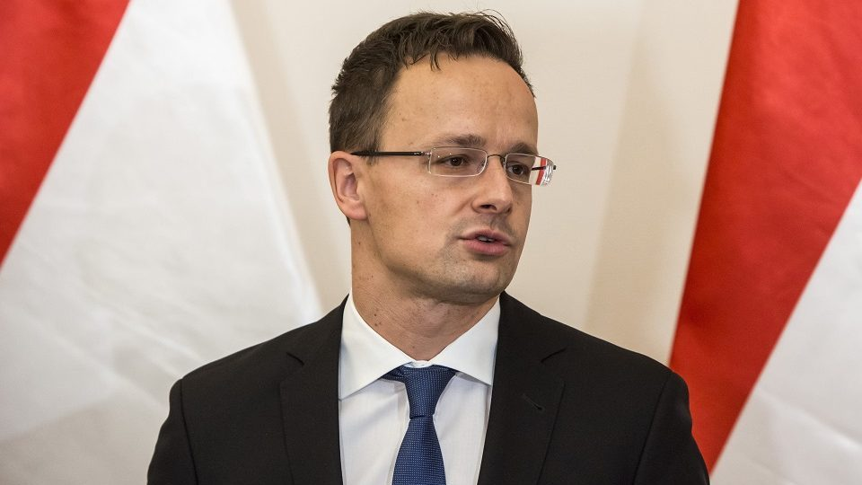 Budapest, 2016. november 8. Szijjártó Péter külgazdasági és külügyminiszter sajtótájékoztatót tart hivatalában az alkotmánymódosításról tartott parlamenti szavazás után 2016. november 8-án. MTI Fotó: Marjai János
