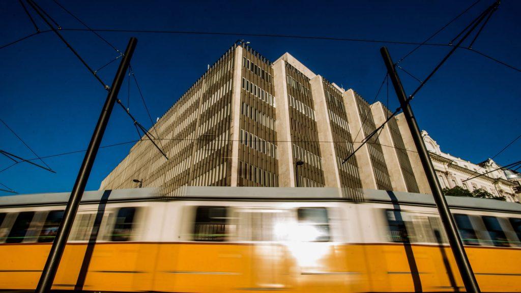 Lebontják az egykori MTESZ-székházat