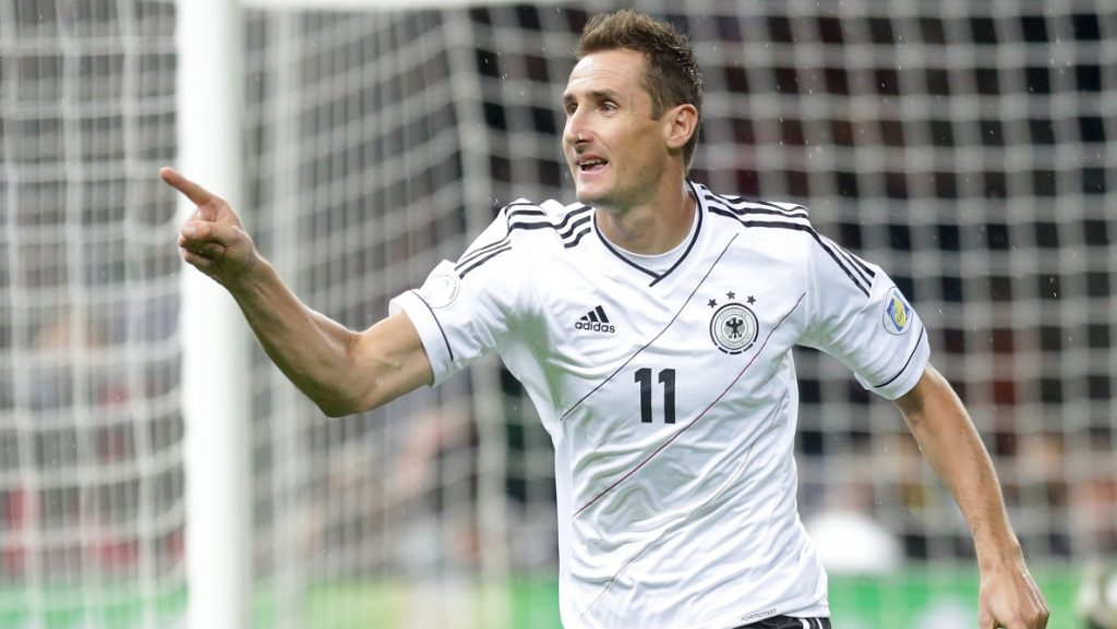 Germany's Miroslav Klose celebrates after scoring the first goal during the FIFA World Cup 2014 qualifying soccer match between Germany and Sweden at Olympic stadium in Berlin, Germany, 16 October 2012. Photo: Michael Kappeler/dpa  +++(c) dpa - Bildfunk+++ | usage worldwide