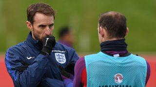 England's Interim manager Gareth Southgate (L) talks with England's striker Wayne Rooney during a team training session at St George's Park in Burton-on-Trent on November 8, 2016, ahead of their group F World Cup qualifying football match against Scotland on November 11. / AFP PHOTO / PAUL ELLIS / NOT FOR MARKETING OR ADVERTISING USE / RESTRICTED TO EDITORIAL USE