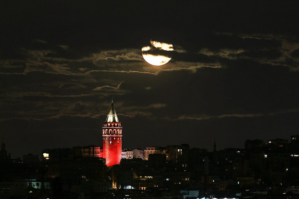 ISTANBUL, TURKEY - NOVEMBER 13 : The moon is seen behind of the Galata tower in Istanbul, Turkey on November 13, 2016. Super Moon becomes the closest full moon of the 21st century. (Photo by Sinan Gul/Anadolu Agency/Getty Images)