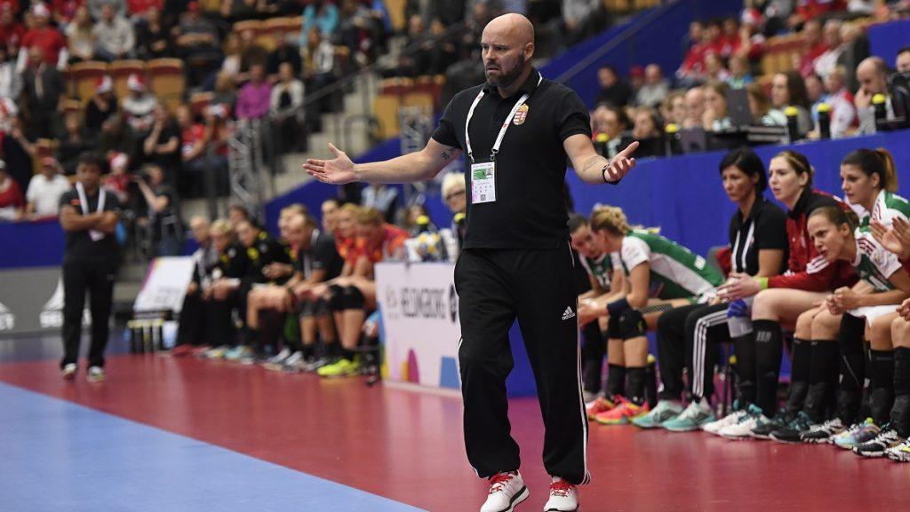 Hungary's Danish head coach Kim Rasmussen reacts during the Women's European Handball Championship Group II match between Hungary and Romania in Helsingborg, Sweden on December 11, 2016. / AFP PHOTO / JONATHAN NACKSTRAND