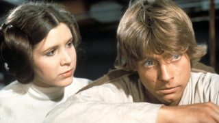 Star Wars: Episode IV - A New Hope Year: 1977 USA Director: George Lucas Mark Hamill, Carrie Fisher . It is forbidden to reproduce the photograph out of context of the promotion of the film. It must be credited to the Film Company and/or the photographer assigned by or authorized by/allowed on the set by the Film Company. Restricted to Editorial Use. Photo12 does not grant publicity rights of the persons represented.