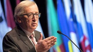 2016-12-09 11:09:52 European Commission President Jean- Claude Juncker speaks during the Maastricht Treaty 25th Anniversary Europe Calling! in Maastricht, the Netherlands, 09 December 2016. Exactly 25 years after the European Summit, where the heads of state and government leaders met, on 9 December a monetary/economic summit for academics and EU administrators is to be held. The Maastricht Treaty was signed a few months later in the Council Chamber of the Provincial Government Buildings on 7 February 1992. ANP MARCEL VAN HOORN