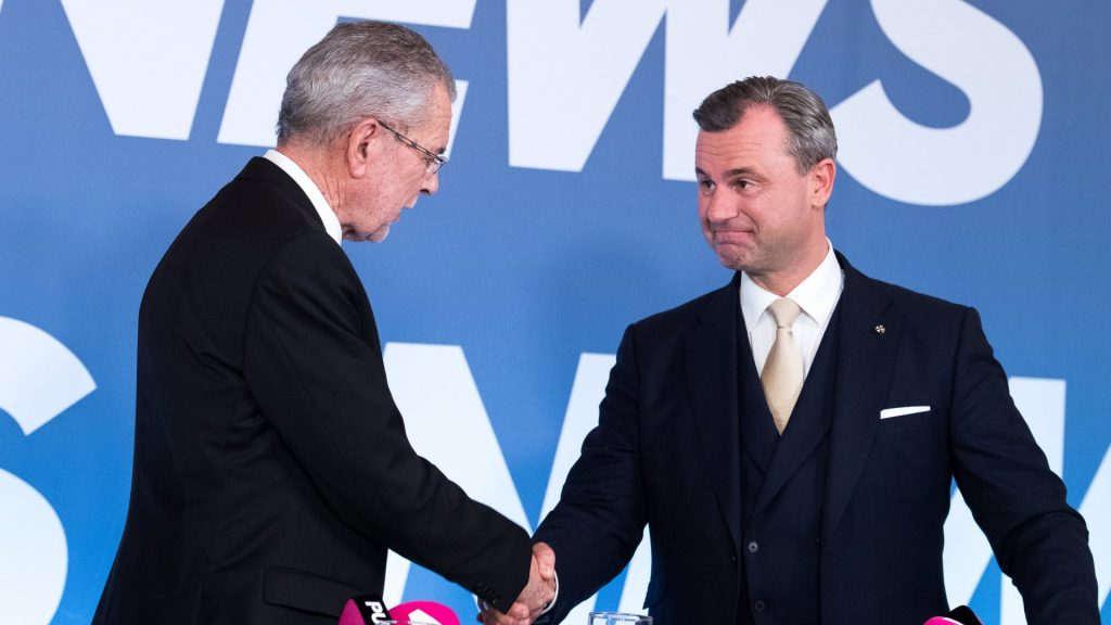 """f.l.t.r. Candidate for Presidential Elections Alexander Van der Bellen and Candidate for Presidential Elections Norbert Hofer (Austrian Freedom Party) at the first televeision meeting during the austrian presidential elections at Hofburg palace in Vienna, Austria on 2016/12/04 (Photo credit should read """"Michael Gruber/APA-PictureDesk via AFP"""")"""