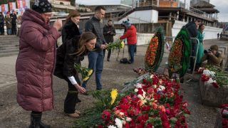 SOCHI, RUSSIA - DECEMBER 26 : People leave flowers on the southern pier for the victims of a Tu-154 Russian military plane crash in Sochi, Russia on December 26, 2016. A Tupolev Tu-154 plane of the Russian Defense Ministry with 92 people on board crashed into the Black Sea near the city of Sochi on December 25, 2016. The plane was carrying members of the Alexandrov Ensemble, Russian servicemen and journalists to Russia's Hmeymim air base in Syria. Ekaterina Lyzlova / Anadolu Agency