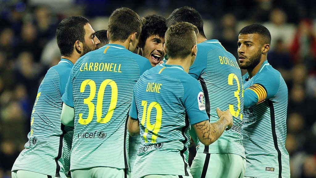 Barcelona's midfielder Carles Alena (C) celebrates with teammates after scoring the equalizer during the Spanish Copa del Rey (King's Cup) round of 32 first leg football match Hercules CF vs FC Barcelona at the Estadio Jose Rico Perez in Alicante on November 30, 2016. / AFP PHOTO / JOSE JORDAN