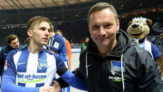 Berlin's Peter Pekarik (L)and Berlin's coach Pal Dardai (front R) react after the German Bundesliga soccer match between Hertha BSCand Darmstadt 98 in the Olympic Stadium in Berlin,Germany, 21 December 2016. Photo: Maurizio Gambarini/dpa