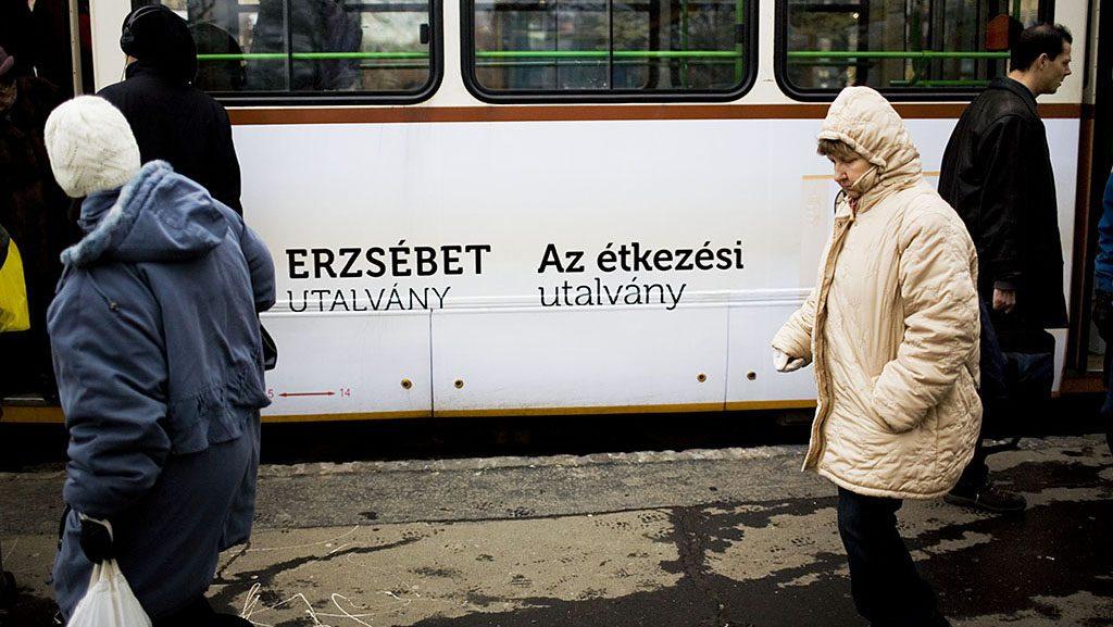 Image: 73203128, Az erzsébet utalvány reklámjai egy villamoson. 2012. január 1-től a béren kívüli juttatások közé emelte a kormány az Erzsébet-utalványt. Az utalvány fogyasztásra kész étel vásárlására költhető el, Place: Budapest, Hungary, License: Rights managed, Model Release: No or not aplicable, Property Release: Yes, Credit: smagpictures.com