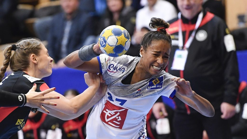 Germany's Alicia Stolle (L) and France's Estelle Nze Minko vie for the ball during the Women's European Handball Championship Group B match between Germany and France in Kristianstad, Sweden on December 6, 2016. / AFP PHOTO / JONATHAN NACKSTRAND