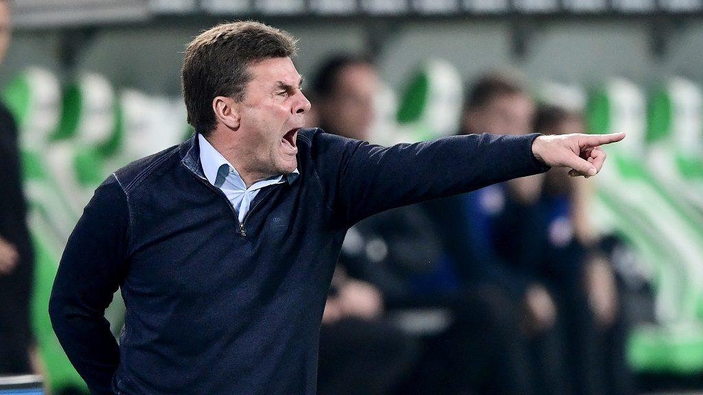 WOLFSBURG, GERMANY - OCTOBER 16:  Dieter Hecking, head coach of Wolfsburg reacts during the Bundesliga match between VfL Wolfsburg and RB Leipzig at Volkswagen Arena on October 16, 2016 in Wolfsburg, Germany.  (Photo by Stuart Franklin/Bongarts/Getty Images)