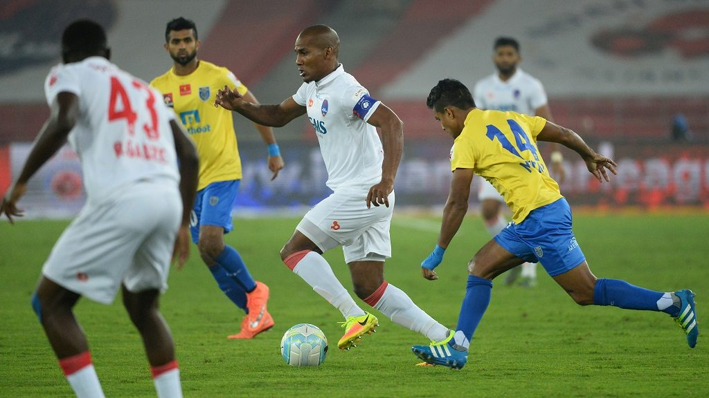 Delhi Dynamos FC midfielder Florent Johan Malouda (C) runs with the ball persued by Kerala Blasters FC midfielder Mehtab Hossain(R) during the second leg of the second semi-final Indian Super League (ISL) football match between Delhi Dynamos FC and Kerala Blasters FC at The Jawahar Lal Nehru Stadium in New Delhi on December 14, 2016.  ----IMAGE RESTRICTED TO EDITORIAL USE - STRICTLY NO COMMERCIAL USE----- / AFP PHOTO / SAJJAD HUSSAIN
