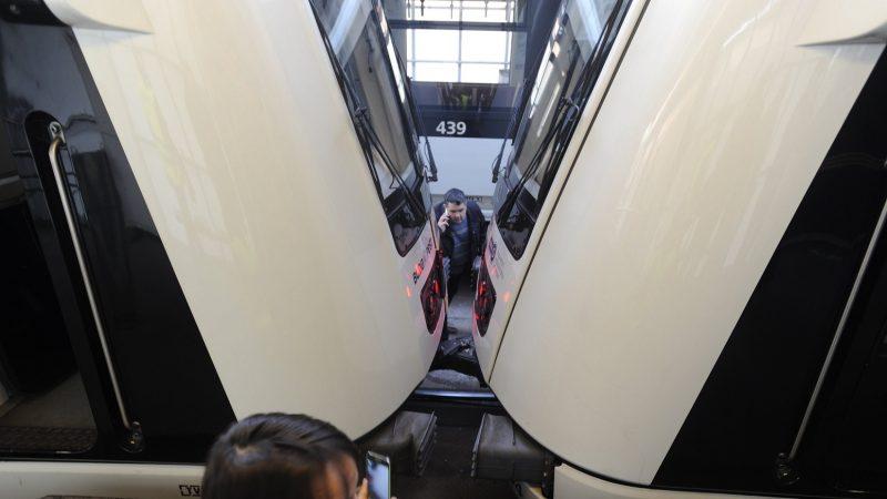 Budapest, 2016. december 5. Metrószerelvények, amelyek összeütköztek a Pillangó utcánál 2016. december 5-én. A balesetben tízen megsérültek. MTI Fotó: Mihádák Zoltán