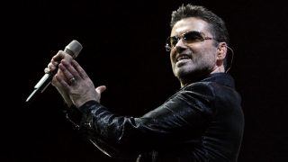 (FILES) This file photo taken on September 23, 2006 shows British pop star George Michael performing on stage of the Palau Sant Jordi in Barcelona. George Michael died aged 53, according to his publicist on December 25, 2016. / AFP PHOTO / CESAR RANGEL