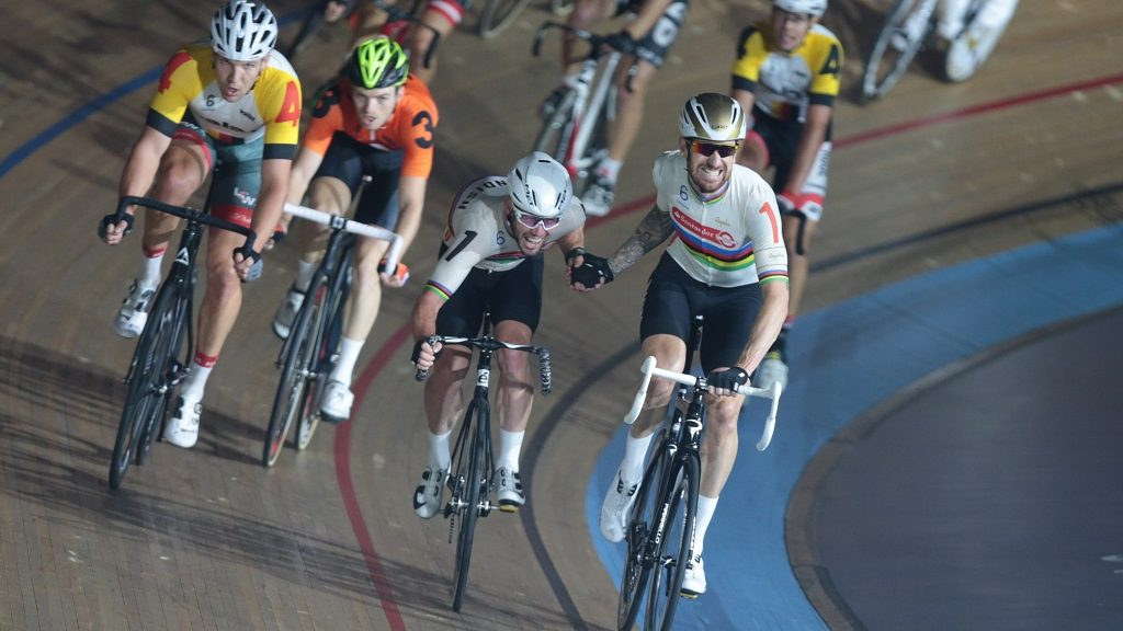 L-R Mark Cavendish (GBR) and Sir Bradley Wiggins (GBR) compete in the Madison Chase during during day six of the Six Day London Cycling Event at the Velodrome, Lee Valley Velopark, Queen Elizabeth Olympic Park, London, on October 30, 2016 in London, England. (Photo by Kieran Galvin/NurPhoto)
