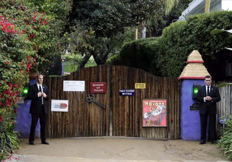 epa05700457 Security personnel stand at the gates awaiting arrivals for a private service for late US actresses Debbie Reynolds and Carrie Fisher in Beverly Hills, California, USA, 05 January 2017. Friends and family gathered for the service at the compound of Reynolds and Fisher who lived in adjacent homes. Reynolds, the mother of the late actress Carrie Fisher, died on 28 December 2016, after suffering a stroke a day after her daughter passed away.  EPA/PAUL BUCK