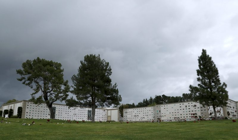 epa05700544 The grounds of Forest Lawn Memorial Park and Mortuary, which will be the final resting place of US actress Debbie Reynolds and her daughter US actress Carrie Fisher, in Los Angeles, California, USA, 05 January 2017. Reynolds is expected to be interred at Forest Lawn and Fisher, who is believed to have been cremated, will have some of her ashes buried with her mother.  EPA/PAUL BUCK