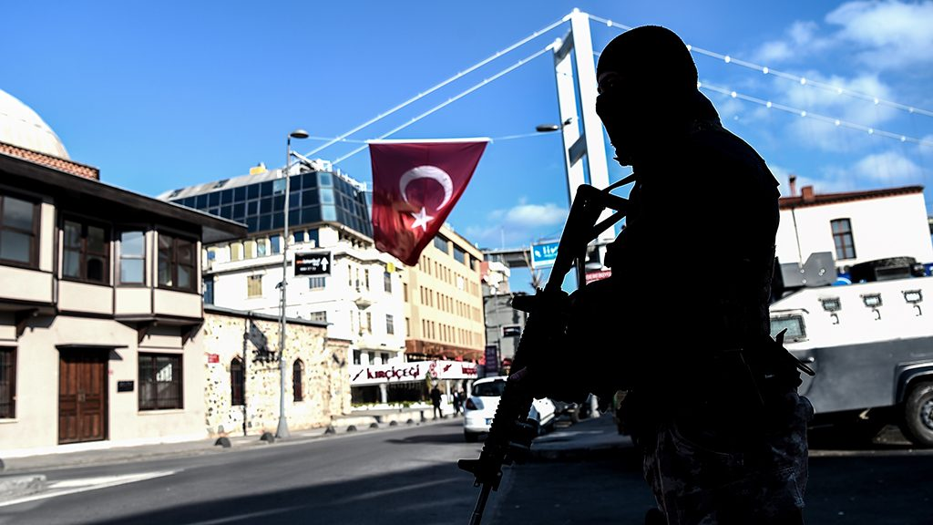 (FILES) This file photo taken on January 02, 2017 shows a Turkish special force police officer standing guard at Ortakoy district near the Reina night club, in Istanbul, one day after New Year gun attack.  The attacker who shot dead 39 people on New Year's night at an Istanbul nightclub has been identified as an Uzbek jihadist who belongs to the extremist Islamic State (IS) group, Turkish press reports said. Intelligence services and anti-terror police in Istanbul have now identified the man as a 34-year-old Uzbek who is part of a Central Asian IS cell, the Hurriyet daily and other Turkish newspapers reported. It said he has the code name of Ebu Muhammed Horasani within the IS extremist group. There was no official confirmation of the report. / AFP PHOTO / OZAN KOSE