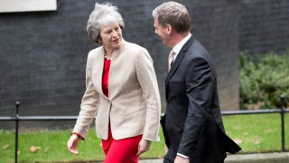 British Prime Minister Theresa May (L) greets New Zealand Prime Minister Bill English (R)at Downing Street in London on January 13, 2017.  / AFP PHOTO / Isabel INFANTES