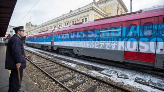 A local station worker looks on at the main railway station in Belgrade on January 14, 2017. A train from Russia, decorated with the Serbian flag and artwork featuring Serbian churches, monasteries and medieval towns, plans to begin trips traveling from Belgrade to Kosovska Mitrovica, for the first time since the 1998-99 war. / AFP PHOTO / OLIVER BUNIC