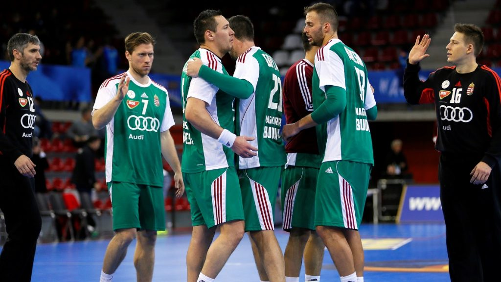 Hungary's centre back Gabor Csaszar (L), Hungary's pivot Timuzsin Schuch (2ndL), Hungary's pivot Bence Banhidi (C) and Hungary's right back Gabor Ancsin celebrate winning the 25th IHF Men's World Championship 2017 Group C handball match Hungary vs Chile on January 16, 2017 at the Kindarena in Rouen. / AFP PHOTO / CHARLY TRIBALLEAU