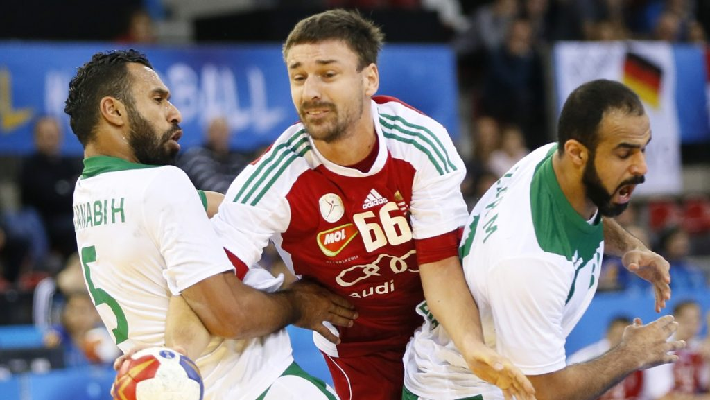 Hungary's centre back Mate Lekai (C) vies with Saudi Arabia's left wing Hassan Aljanabi (L) during the 25th IHF Men's World Championship 2017 Group C handball match Saudi Arabia vs Hungary on January 18, 2017 at the Kindarena in Rouen. / AFP PHOTO / CHARLY TRIBALLEAU