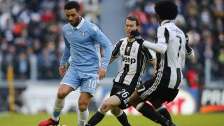 Lazio's midfielder Felipe Anderson of Brazil (L) fights for the ball with Juventus' defender Stephan Lichtsteiner from Switzerland (C) during the Italian Serie A football match Juventus vs Lazio on January 22, 2017 at the Juventus Stadium in Turin.  / AFP PHOTO / MARCO BERTORELLO