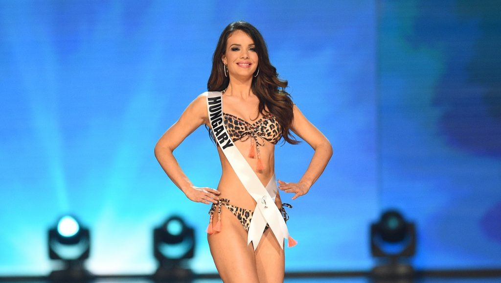 This photo taken on January 26, 2017 shows Miss Universe contestant Veronika Bodizs of Hungary in her swimsuit during the preliminary competition of the Miss Universe pageant at the Mall of Asia arena in Manila. / AFP PHOTO / TED ALJIBE