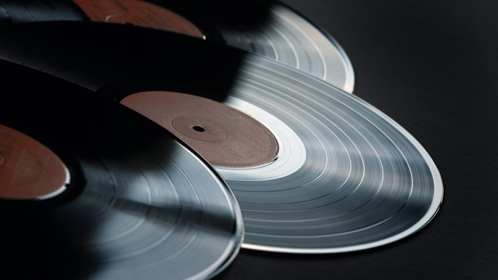 Various vinyl records inKaufbeuren,Germany, 05 December 2015. According to an Amazon spokeswoman, vinyl records and corresponding players sell well in this year's Christmas business. Photo: Photo: KARL-JOSEFHILDENBRAND/dpa