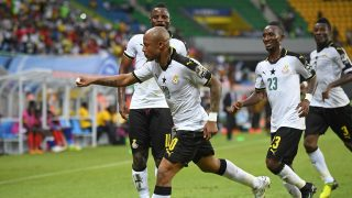 Ghana's forward Andre Ayew (C) celebrates with teammates after scoring a goal during the 2017 Africa Cup of Nations group D football match between Ghana and Uganda in Port-Gentil on January 17, 2017. / AFP PHOTO / Justin TALLIS