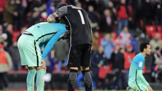 Barcelona's defender Gerard Pique (L) is consoled by Athletic Bilbao's goalkeeper Gorka Iraizoz at the end of the Spanish Copa del Rey (King's Cup) round of 16 first leg football match Athletic Club Bilbao VS FC Barcelona at the San Mames stadium in Bilbao on January 5, 2017. Athletic won 2-1. / AFP PHOTO / ANDER GILLENEA
