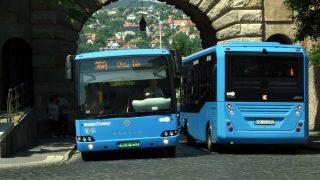 Budapest, 2016. május 23. Egy Evopro Modulo Medio Electric zöld rendszámos elektromotoros meghajtású autóbusz érkezik a Bécsi kapun át a Budai Várba, mellette egy Euro6-os motorral szerelt Karsan ATAK midibusz távozik a Széll Kálmán tér felé. A BKK környezetkímélõ autóbuszokat állított forgalomba a Budai Váron áthaladó 16-os és 16A járatán. MTVA/Bizományosi: Jászai Csaba  *************************** Kedves Felhasználó! Ez a fotó nem a Duna Médiaszolgáltató Zrt./MTI által készített és kiadott fényképfelvétel, így harmadik személy által támasztott bárminemû – különösen szerzõi jogi, szomszédos jogi és személyiségi jogi – igényért a fotó készítõje közvetlenül maga áll helyt, az MTVA felelõssége e körben kizárt.