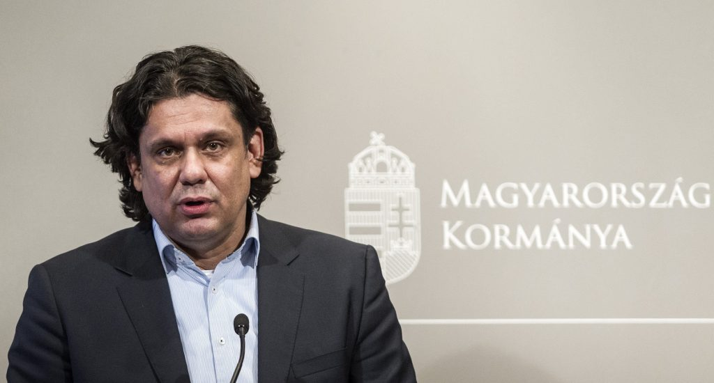 Budapest, 2017. január 10. Deutsch Tamás, a Digitális Jólét Programért felelõs miniszterelnöki biztos a Digitális Jólét Alapcsomagról tartott sajtótájékoztatón az Igazságügyi Minisztériumban 2017. január 10-én. MTI Fotó: Szigetváry Zsolt