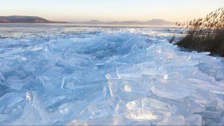 Balatonberény, 2017. január 7. A viharos szélben összetört és feltorlódott jégtáblák a Balatonon, Balatonberénynél 2017. január 7-én. MTI Fotó: Varga György