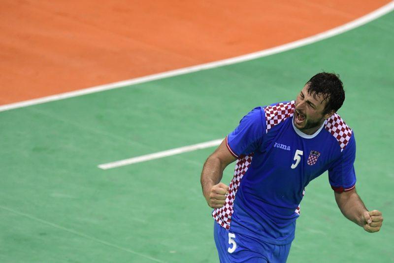 Croatia's centre back Domagoj Duvnjak celebrates a goal during the men's quarterfinal handball match Croatia vs poland for the Rio 2016 Olympics Games at the Future Arena in Rio on August 17, 2016. / AFP PHOTO / JAVIER SORIANO