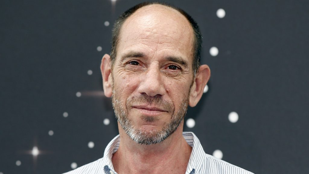 """US actor Miguel Ferrer poses during a photocall for the TV show """"NCIS LA"""" as part of the 54th Monte-Carlo Television Festival on June 10, 2014 in Monaco.  AFP PHOTO / VALERY HACHE / AFP PHOTO / VALERY HACHE"""