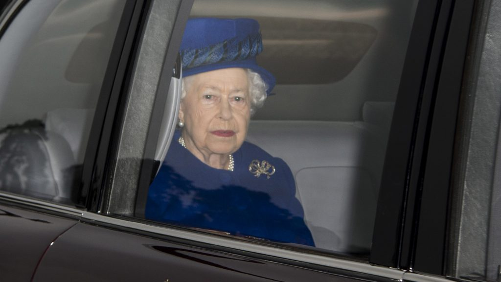 KING'S LYNN, ENGLAND - JANUARY 08:  Queen Elizabeth II attends St Mary Magdalene Church at Sandringham on January 8, 2017 in King's Lynn, England.  (Photo by Mark Cuthbert/UK Press via Getty Images)