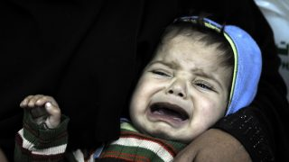 SANAA, YEMEN - JANUARY 18: A baby gets treatment at the Sabaeen hospital in Sanaa, Yemen on January 18, 2017. Thousands of families in Yemen face food safety and malnutrition problems because of the ongoing clashes in the country.      Mohammed Hamoud / Anadolu Agency