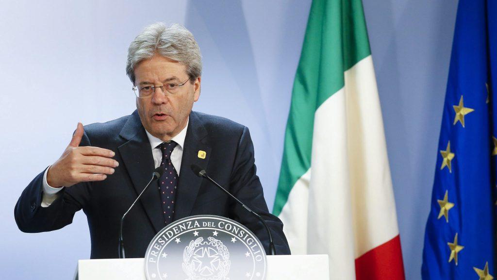 Brüsszel, 2016. december 16. Paolo Gentiloni olasz miniszterelnök sajtótájékoztatót tart az Európai Unió állam- és kormányfõinek egynapos brüsszeli csúcstalálkozója végén 2016. december 15-én. (MTI/EPA/Julien Warnand)