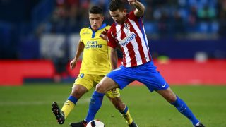 MADRID, SPAIN - JANUARY 10: Lucas Hernandez (R) of Atletico de Madrid competes for the ball with Mateo Ezequiel Garcia (L) of UD Las Palmas  during the Copa del Rey  Round of 16 second leg match at Estadio Vicente Calderon on January 10, 2017 in Madrid, Spain.  (Photo by Gonzalo Arroyo Moreno/Getty Images)