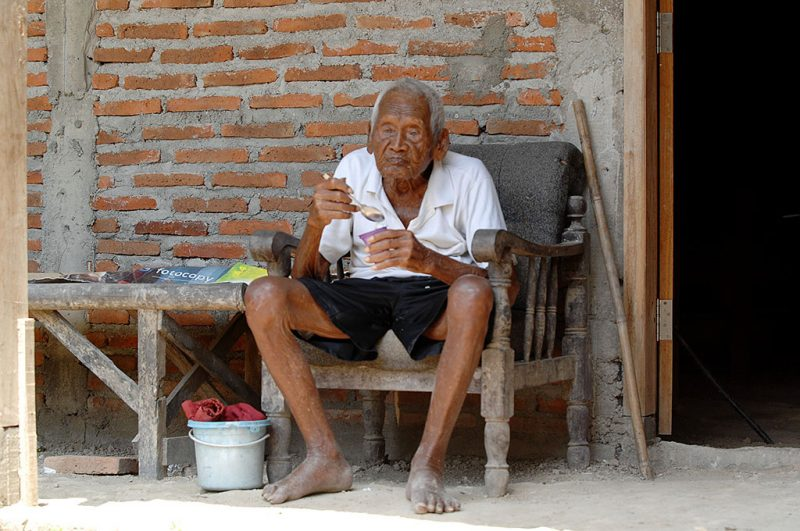 CENTRAL JAVA, INDONESIA - AUGUST 29: An Indonesian man, named Mbah Gotho, claimed to be 146 years old, is the oldest human in world's history speaks to press members at his family house in Sragen, Central Java, Indonesia on August 29, 2016. According to the date of birth on his identity and civil registry office members, he was born on December 31, 1870. Jeanne Calment, a French woman was the record holder with age of 122, died in 1997.    (Photo by Dasril Roszandi/Anadolu Agency/Getty Images)