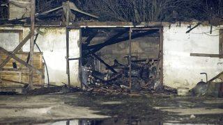 Kiskunlacháza, 2017. január 26. Leégett épület Kiskunlacháza külterületén, ahol kigyulladt egy állatmenhely 2017. január 25-én este. Mintegy hatvan kutya bennégett a 200-300 négyzetméteres épületben keletkezett tûzben. Az állatmenhelyen a kutyákon kívül macskák is vannak. MTI Fotó: Lakatos Péter