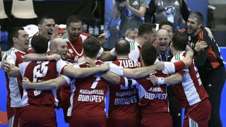 Hungary's right back Zsolt Balogh (3rdL) and his teammates celebrate winning the 25th IHF Men's World Championship 2017 eighth final handball match Hungary vs Denmark on January 22, 2017 at the Halle Olympique in Albertville. / AFP PHOTO / PHILIPPE DESMAZES